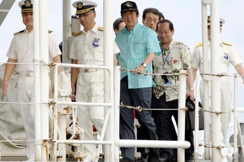 Prime Minister Abe Inspects Ishigaki