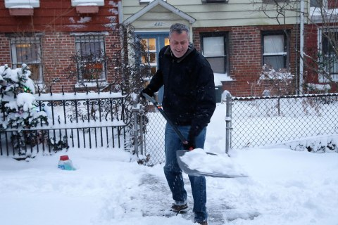 New York City Mayor Bill de Blasio shovels the sidewalk in front of his house in New York, Jan. 3, 2014.